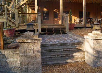 Belgard Retaining Walls - Anchor Diamond wall, columns & pavers