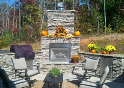 Manufactured Stone - Outdoor kitchen & fireplace